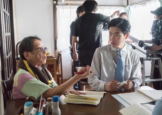 画像2: 高橋伴明監督と柄本佑