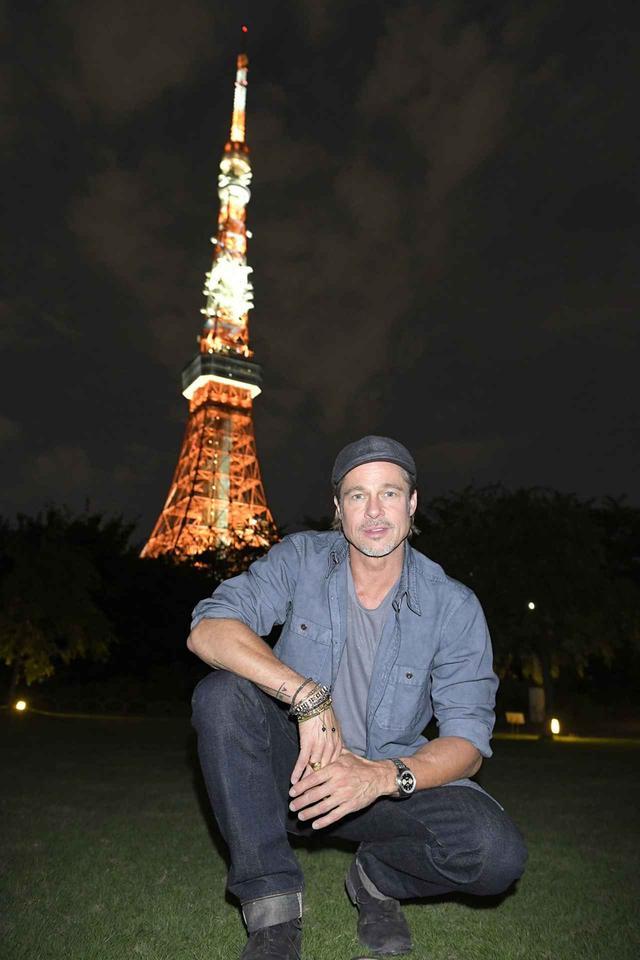 画像2: ブラッド・ピットが芝公園に降臨!東京タワーをバックにキュートな笑顔の秘蔵写真が公開!『アド・アストラ』記者会見後のつかの間の東京を満喫!
