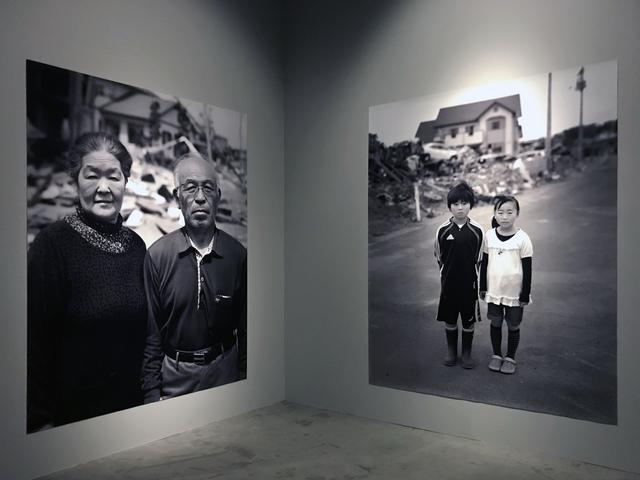 画像: 「ACCIDENTS」(2011年3月11日―東日本大震災で被災された人々の肖像)エリア展示風景 photo©moichi
