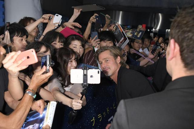 """画像2: ブラッド・ピット""""日本でも映画撮影か?""""会場内外に溢れるファンを虜にした、宇宙で""""自分自身を探す旅""""『アド・アストラ』ジャパンプレミア!"""