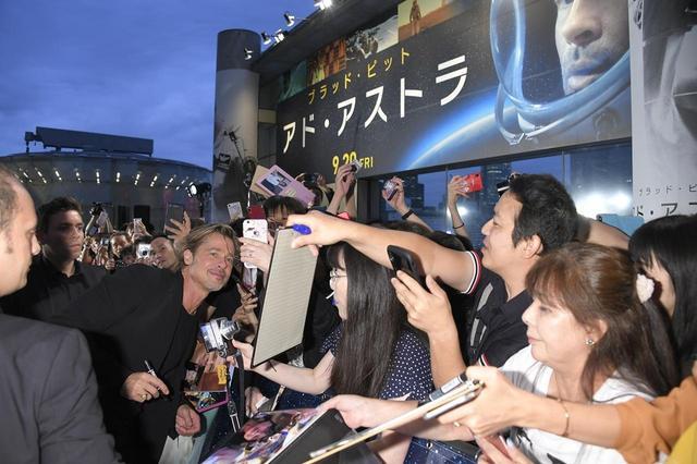 """画像3: ブラッド・ピット""""日本でも映画撮影か?""""会場内外に溢れるファンを虜にした、宇宙で""""自分自身を探す旅""""『アド・アストラ』ジャパンプレミア!"""