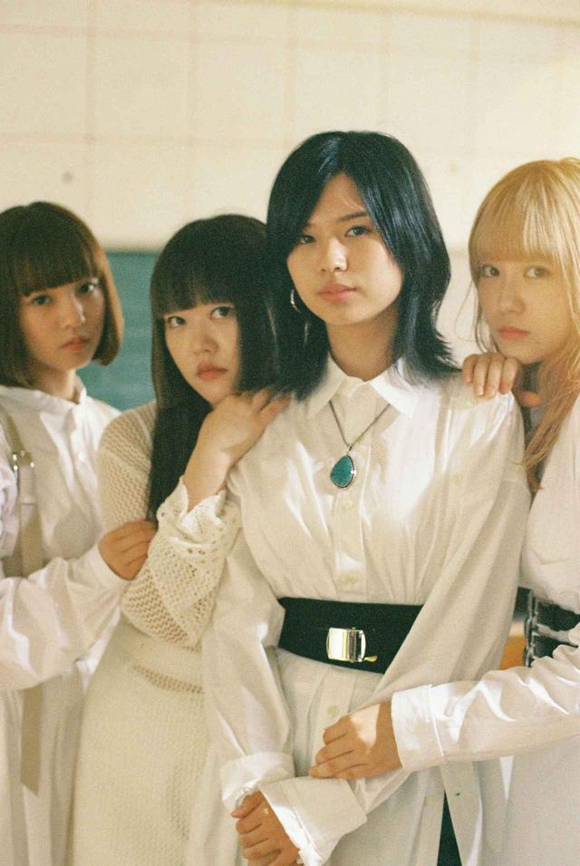 画像: 【GIRLFRIEN プロフィール】 2015 年大阪で結成。SAKIKA(ボーカル、ギター)、NAGISA(ギタ-)、MINA(ベース)、MIREI(ドラムス)の4人から成 る、メンバー全員が作詞・作曲を手がけ平均年齢 18 歳とは思えない高い音楽性、パフォーマンスを誇るガールズバンド。