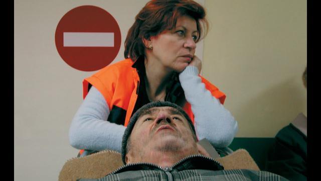画像: The Death of Mister Lazarescu (trailer) - Accent Films youtu.be