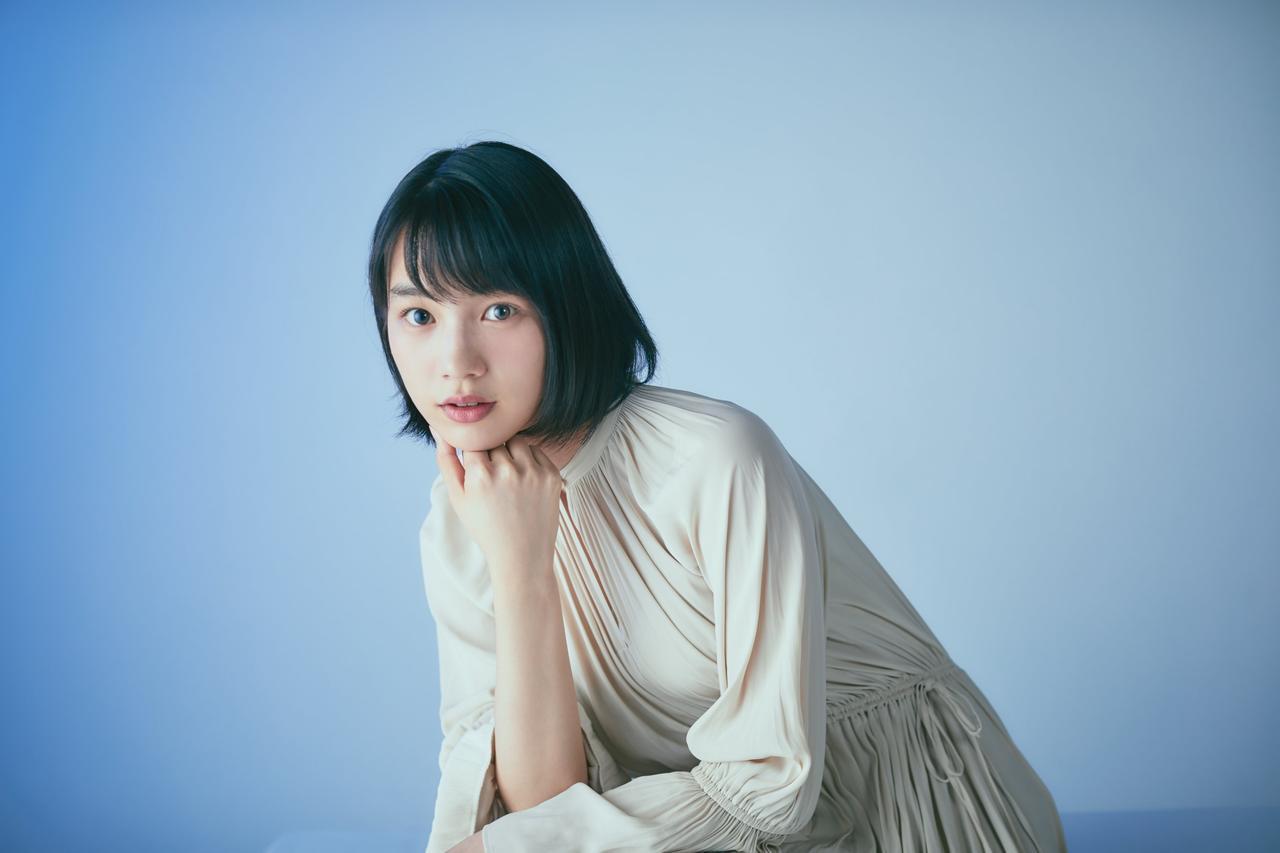 画像: のん プロフィール 1993年兵庫県生まれ。女優・創作あーちすと。2016年公開 の劇場アニメ『この世界の片隅に』で主人公・すずに声を演じ、第38回ヨコハマ映画祭「審査員特別賞を受賞。 2017年、自ら代表を務める新レーベル『KAIWA(RE)CORD』を 発足。 「創作あーちすと」としてアートを展開するなど、 活動は多岐に渡る。 公式Twitter: https://twitter.com/non_staffnews 公式Instagram: https://www.instagram.com/non_kamo_ne/ 公式LINEブログ: https://lineblog.me/non_official/
