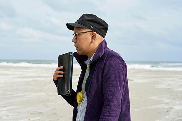 画像: 真利子哲也監督 1981年生まれ。東京都出身。 法政大学在学中に8mmフィルムで自主制作した短篇作品が、国内外で注目される。その後、東京芸術大学大学院の修了作品『イエローキッド』が、国内外で高い評価を受けると、学生映画として異例の劇場公開に。『NINIFUNI』『FUN FAIR』など中編作品を経て、2016年に劇場公開された『ディストラクション・ベイビーズ』が、第69回ロカルノ国際映画祭で最優秀新進監督賞を受賞をはじめ、国内外の映画賞で多数の賞を受賞した。