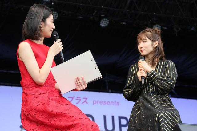 画像: 総合司会を務める松下奈緒と松岡茉優