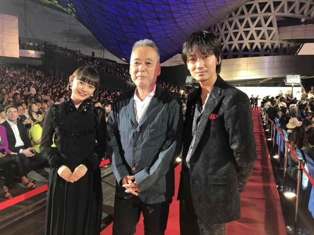 画像: 左より 杉咲花、瀬々敬久監督、綾野剛