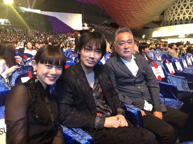 画像: 左より 杉咲花、綾野剛、瀬々敬久監督