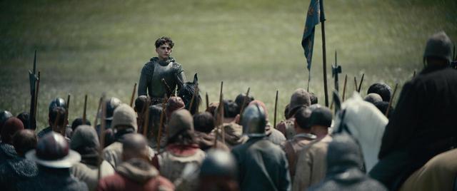 画像2: ティモテ・シャラメが英ヘンリー5世を演じ、ジョエル・エドガートンそしてリリー=ローズ・デップも出演『キング』がNetflix配信より1週間先駆けて公開!