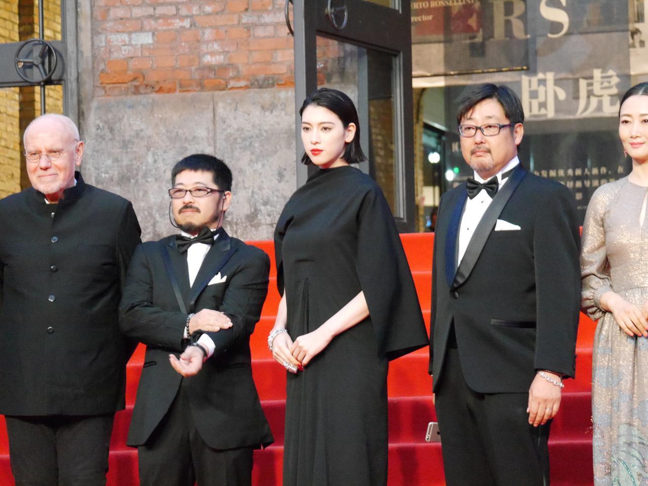 画像2: ▼主演の三吉彩花と清水崇監督がレッドカーペットに登場!イベントレポート