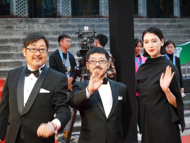 画像1: ▼主演の三吉彩花と清水崇監督がレッドカーペットに登場!イベントレポート