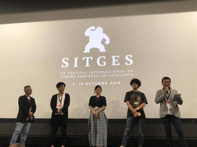 画像: 左より三人目『シグナル100』竹葉リサ監督、その隣にヤング ポール監督