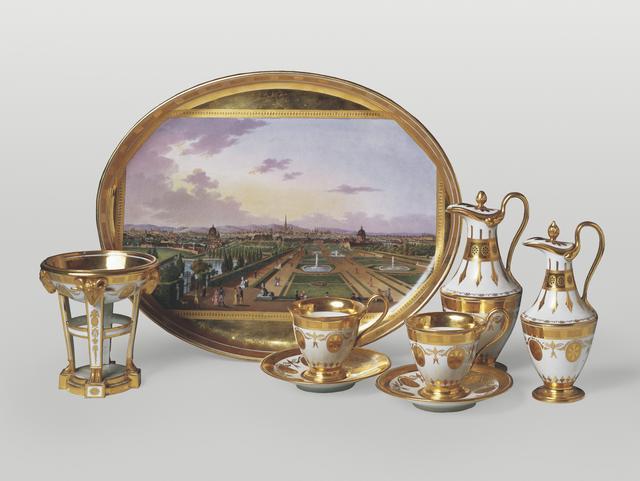 画像: ウィーン窯・帝国磁器製作所 原画:ベルナルド・ベロット 《ベルヴェデーレからのウィーンの眺望が描かれたコーヒーセット》 1808年頃、硬貨磁器、エナメルの上絵付、金彩 所蔵:リヒテンシュタイン侯爵家コレクション、ファドゥーツ/ウィーン ©  LIECHTENSTEIN. The Princely Collections, Vaduz-Vienna