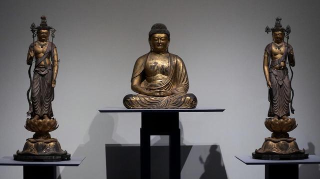 画像: 運慶の父・康慶の弟子だった宗慶の作 阿弥陀如来坐像および両脇侍立像 鎌倉時代・建久7(1196)年 埼玉・保寧寺(重要文化財) 頰の張りや胸の筋肉の厚みなどに慶派的な表現が見られる