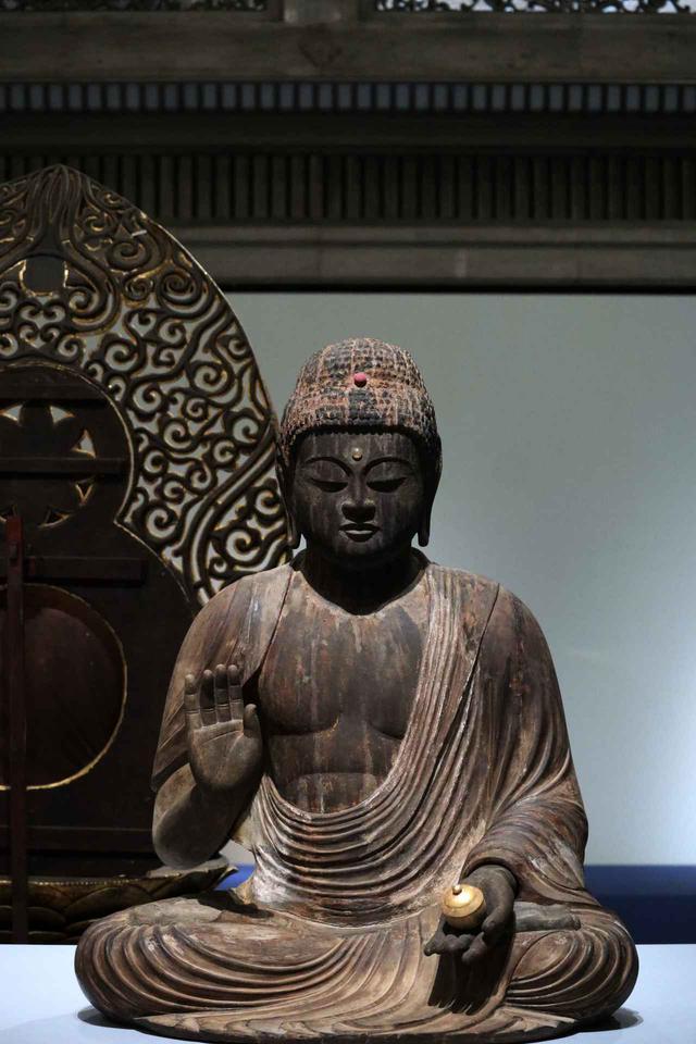 画像: 薬師如来坐像 平安時代12世紀 山形県鮭川村 向居薬師堂(山形県指定重要有形文化財)