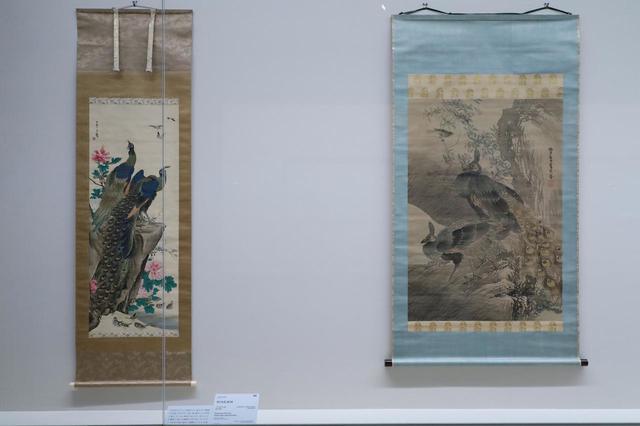 画像: 応挙の弟子の中でももっとも著名な2人の孔雀。左が長沢芦雪、左が呉春。呉春はのちに四条派を創始する