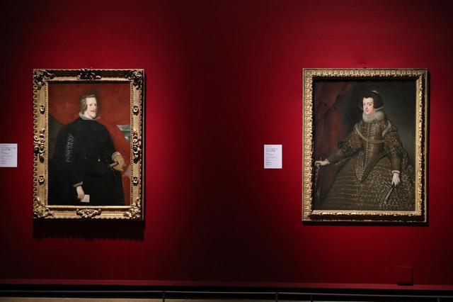 画像: ディエゴ・ベラスケス「スペイン国王フェリペ4世の肖像」(左)「スペイン王妃イサベルの肖像」(右) 1631/32年 ウィーン美術史美術館