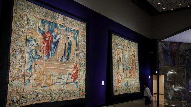 """画像: ラファエル・サンツィオ(原画)、ヤーコプ・フーベルス(父)の工房(織成) 「アナニアの死」連作 """"聖ペテロと聖パウロの生涯""""より、ブリュッセル、1600年頃 ウィーン美術史美術館"""