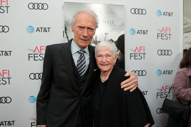 画像: リチャード・ジュエルの母ボビー・ジュエルとクリント・イーストウッド監督