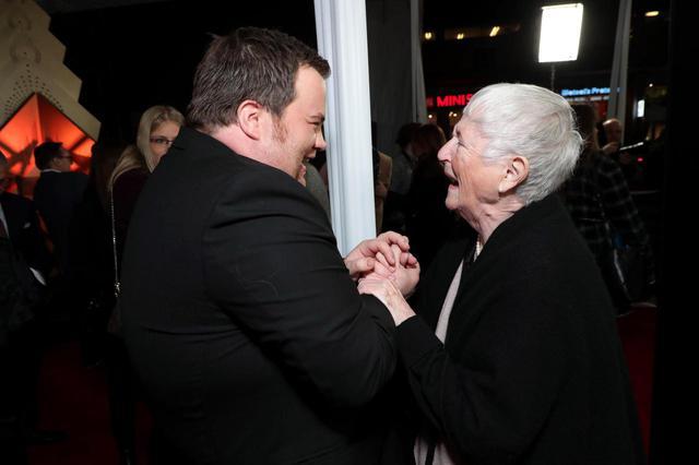 画像: 主演のポール・ウォルター・ハウザーと彼が演じたリチャード・ジュエルの母ボビー・ジュエル