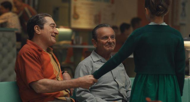 画像: フランク・シーラン(ロバート・デ・ニーロ)、ラッセル・ブファリーノ(ジョー・ペシ)、フランクの娘ペギー(ルーシー・ガリーナ) ©︎Netflix