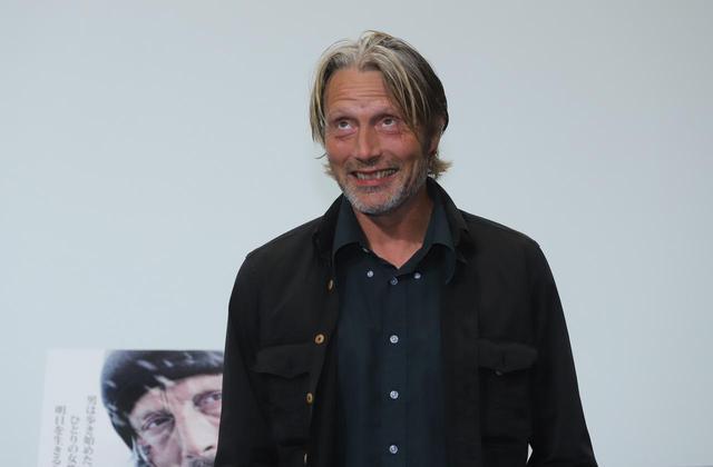 """画像6: 11月22日は、世界最高峰の""""いけおじ""""俳優マッツ・ミケルセンの誕生日!『残された者-北の極地-』PRのために来日した際のマッツの未公開写真を大放出!"""