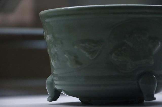 画像: 砧青磁浮牡丹文香櫨 宋時代 相国寺蔵