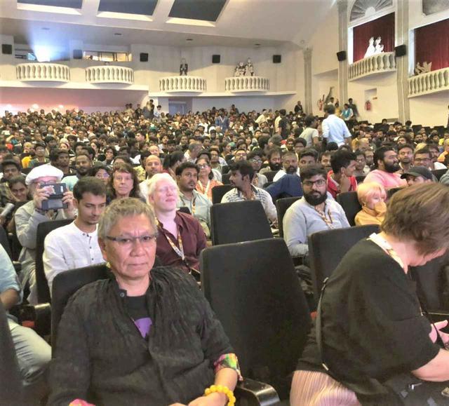 画像2: インド国際映画祭クロージング・セレモニーでは、10,000人を超える観客を前に三池監督が登壇!さらに映画『初恋』マカオ国際映画祭への出品も決定!