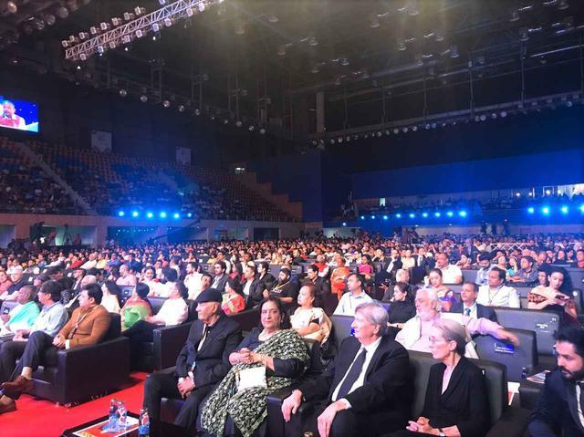 画像6: インド国際映画祭クロージング・セレモニーでは、10,000人を超える観客を前に三池監督が登壇!さらに映画『初恋』マカオ国際映画祭への出品も決定!