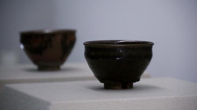 画像: 古瀬戸天目茶碗 二口 桃山時代の京都の復興期に豊臣秀吉が寄進した五十口のうち二つ 慈照寺蔵