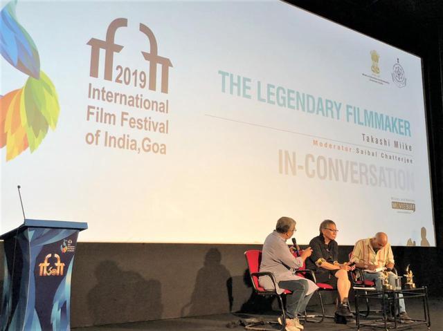 画像1: インド国際映画祭クロージング・セレモニーでは、10,000人を超える観客を前に三池監督が登壇!さらに映画『初恋』マカオ国際映画祭への出品も決定!