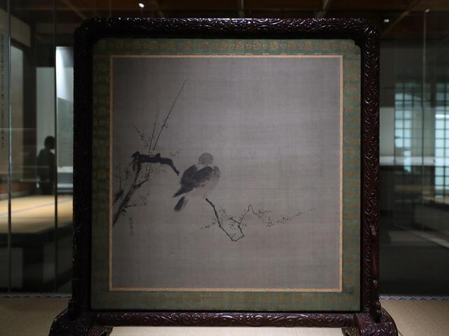 画像: 狩野探幽 「鳩図座屏」(反対側は鶺鴒) 江戸時代 慶安元(1648)年 相国寺蔵