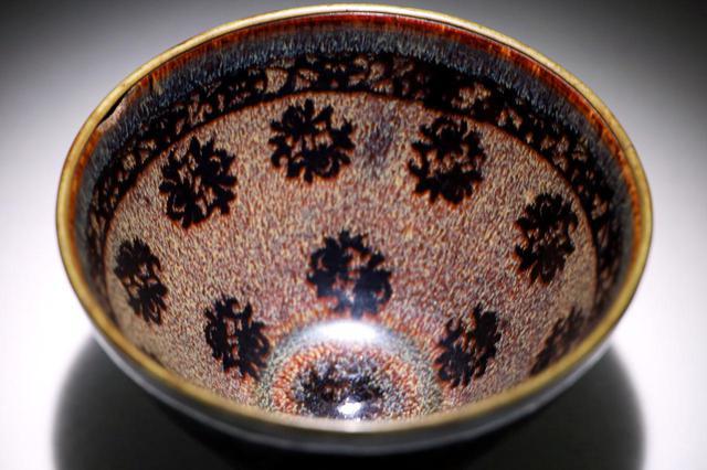 画像2: 国宝・玳玻散花文天目茶碗の宇宙