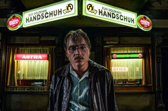 画像: 戦慄の予告❗️殺人鬼はすぐ隣にいる…70年代、ドイツに実在した連続殺人鬼-ファティ・アキン監督のセンセーショナルな最新作『屋根裏の殺人鬼フリッツ・ホンカ』