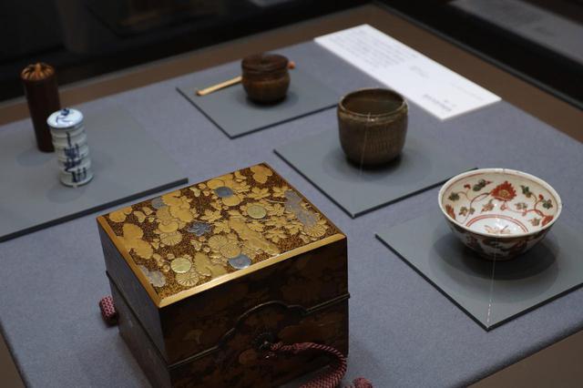 画像: 菊蒔絵面取茶箱 江戸時代18世紀 北三井家旧蔵