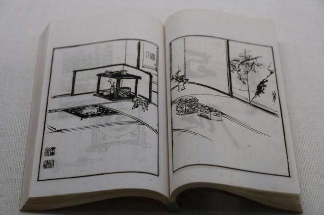 画像: 献茶の席図 『京都新古美術会(第16回京都博覧会のこと)品目』上巻より 明治20(1887)年 左に「雪松図」右隻の雄松の幹と枝が描き込まれている。記録には「六畳囲屏風 雪中松 応挙筆」とあり、部屋を屏風で仕切って六畳の茶席を設けるために「雪松図屏風」が使われたことが確認できる