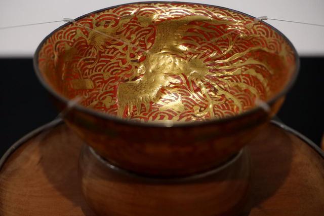 画像: 明治天皇を迎える茶会のために三井高福が永楽和全に焼かせた絢爛たる磁器の天目茶碗 北三井家旧蔵