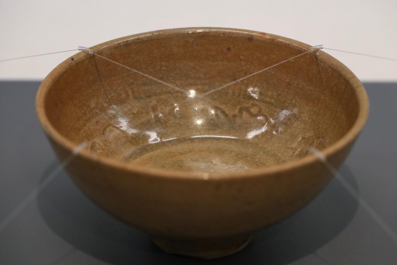 画像: 青磁人形手茶碗 明時代16〜17世紀 北三井家旧蔵