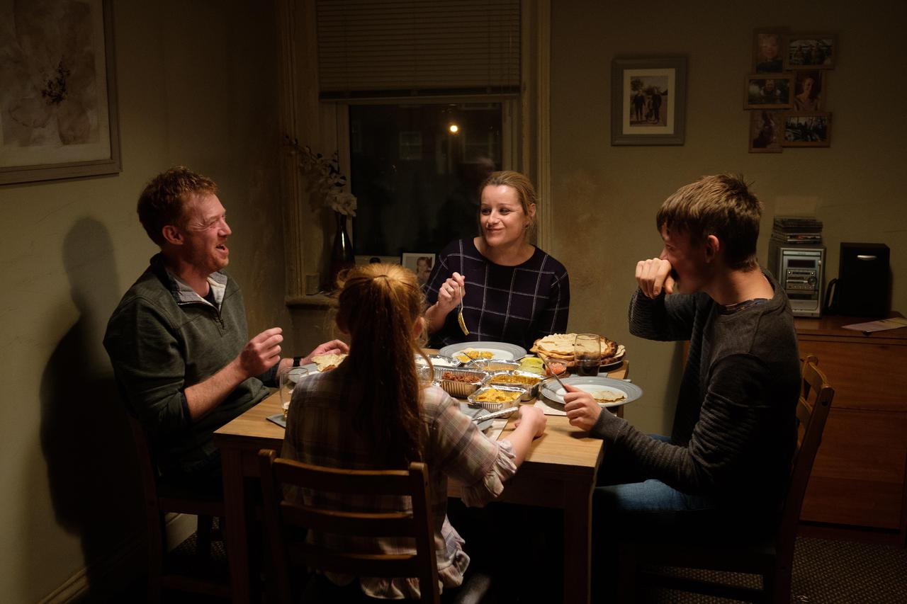 画像1: photo: Joss Barratt, Sixteen Films 2019