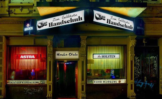 """画像: ザンクト・パウリはドイツの歌舞伎町!? 映画そのままのバー""""ゴールデン・グローブ""""は今も営業中!"""