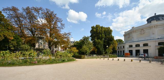 画像: オードリー・ヘプバーン主演の映画のうち3つの映画で登場する公園。場所はロン・ポワン劇場とグラン・パレの北側。