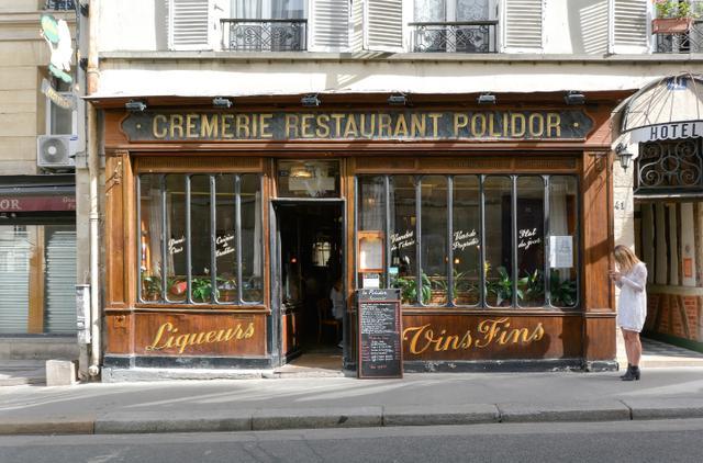 画像: 1845年創業のレストラン、ポリドール。実際にヘミングウェイが通ったという。リュクサンブール公園東端に位置するエドモン・ロスタン広場から北へ向かうムッシュー・ル・プランス通りにある。