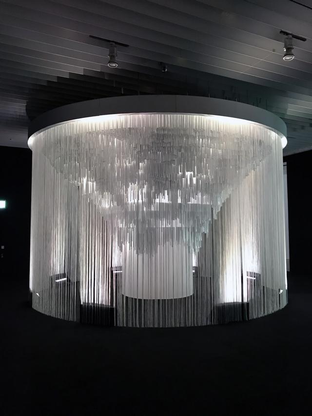 画像: セクション2 「ネオ・メタボリズム建築へ」 展示風景:ミハエル・ハンスマイヤー 《ムカルナスの変異》 2019年 photo©saitomoichi