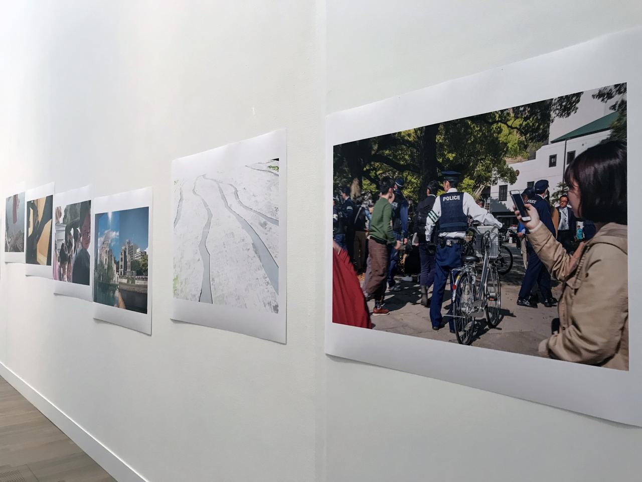 画像: 「1 傷ついた風景-75年目を迎える広島と長崎」 展示風景:藤岡亜弥 《川はゆく》 2020年 photo©saitomoichi