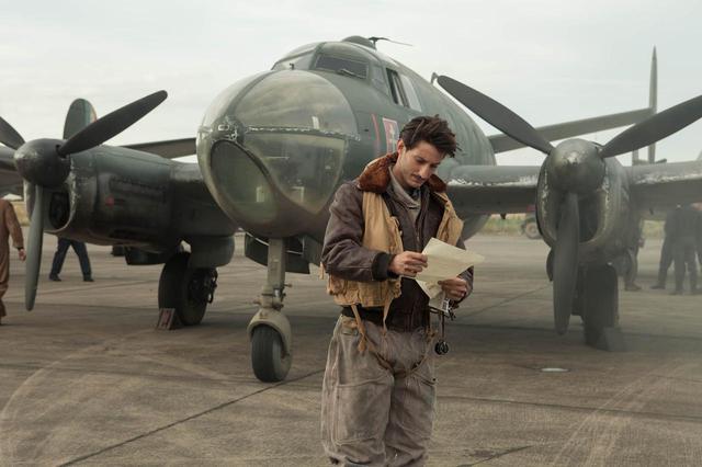 画像1: 第2次世界大戦の迫力ある空中戦も必見!フランスの天才作家ロマン・ガリの自伝を映画化-シャルロット・ゲンズブール×ピエール・ニネ『母との約束、250通の手紙』