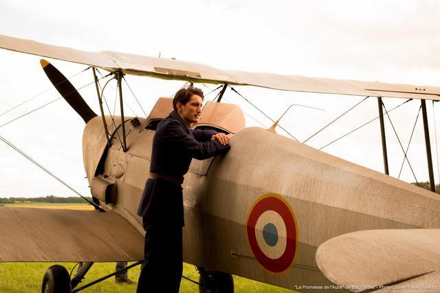 画像2: 第2次世界大戦の迫力ある空中戦も必見!フランスの天才作家ロマン・ガリの自伝を映画化-シャルロット・ゲンズブール×ピエール・ニネ『母との約束、250通の手紙』