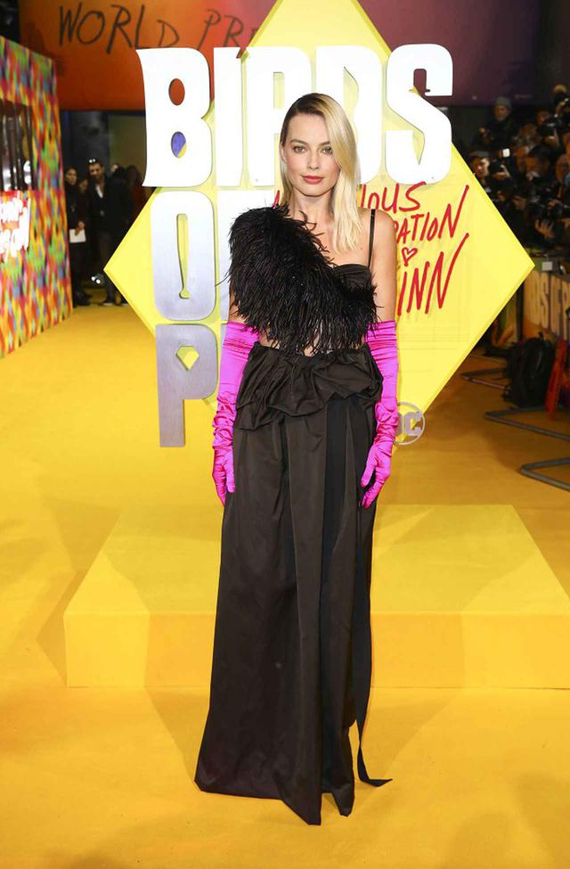 画像1: マーゴット・ロビーの華やかすぎるドレス姿に、会場が大熱狂!!
