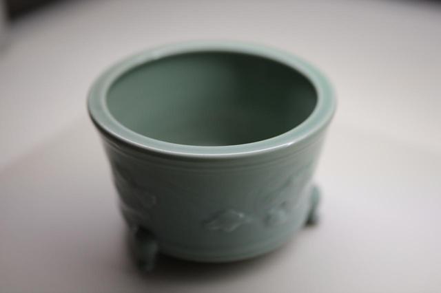 画像: 砧青磁浮牡丹文香櫨 中国・宋時代 相国寺蔵