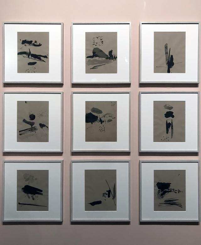 画像: 展示風景:ソール・ライター《ソームズに愛を込めて》1977年1月1日 紙にインク(C)Saul Leiter Foundation photo©smoichi