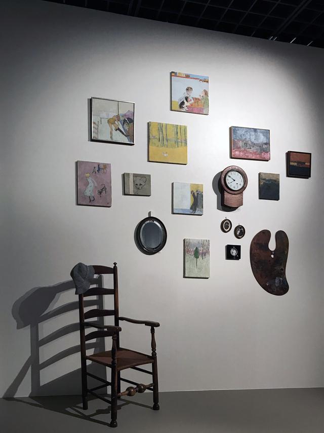 画像: 展示風景:ソール・ライターが暮らしたアパートの壁の再現 phpto©smoichi